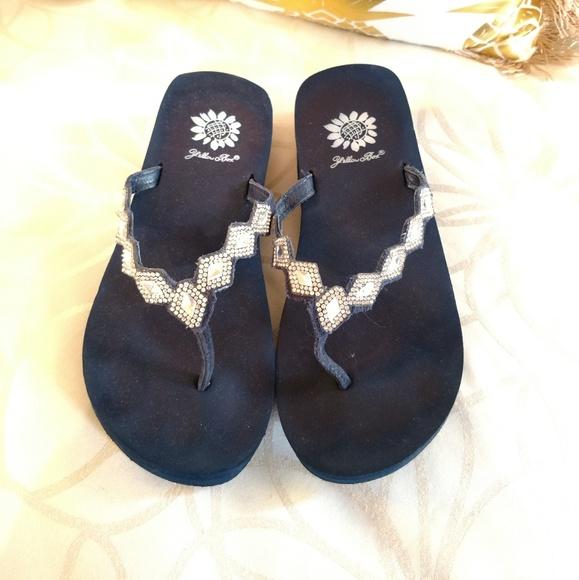 bb90e52fd66997 Yellow box navy blue sandals with rhinestones. M 5c563b3112cd4a824096ead3